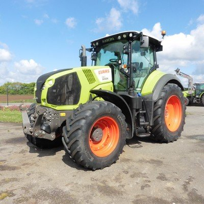 Tracteur agricole Claas Axion 810 cmatic